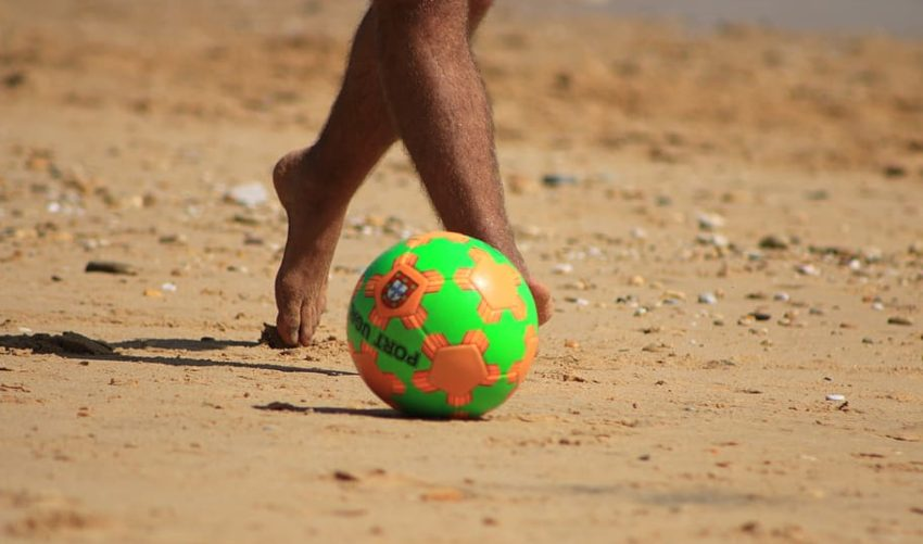 can you play soccer with flat feet
