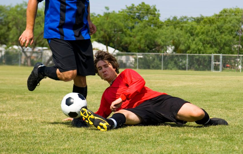 what does a defender do in soccer